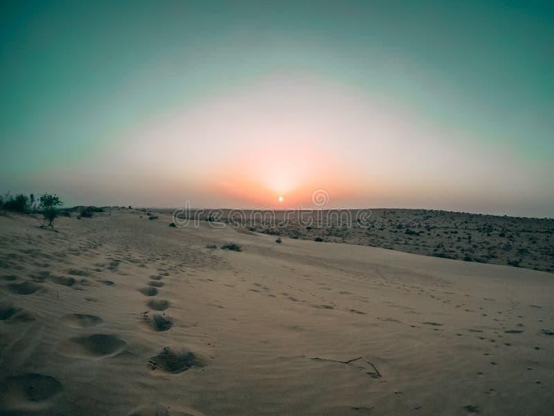 一片沙漠的美丽的宽射击在巴兰,印度在日落期间 免版税图库摄影