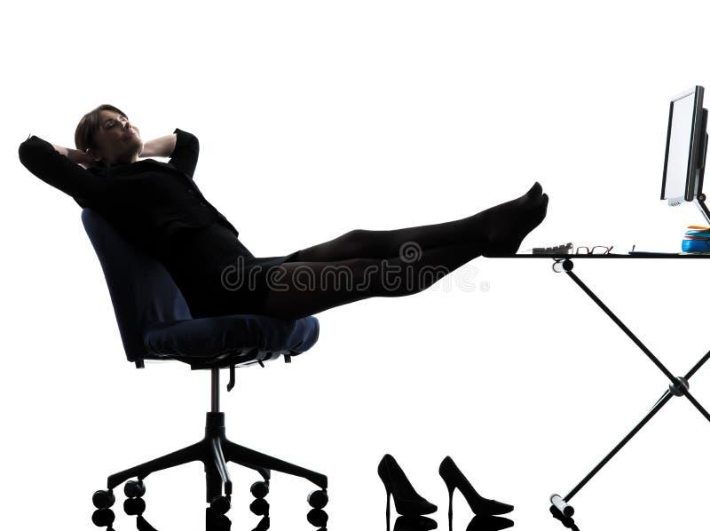 女商人休息的停留剪影 免版税库存照片