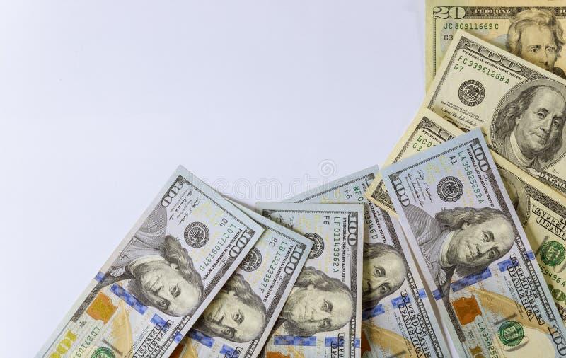 一百在白色背景隔绝的美元 免版税库存图片