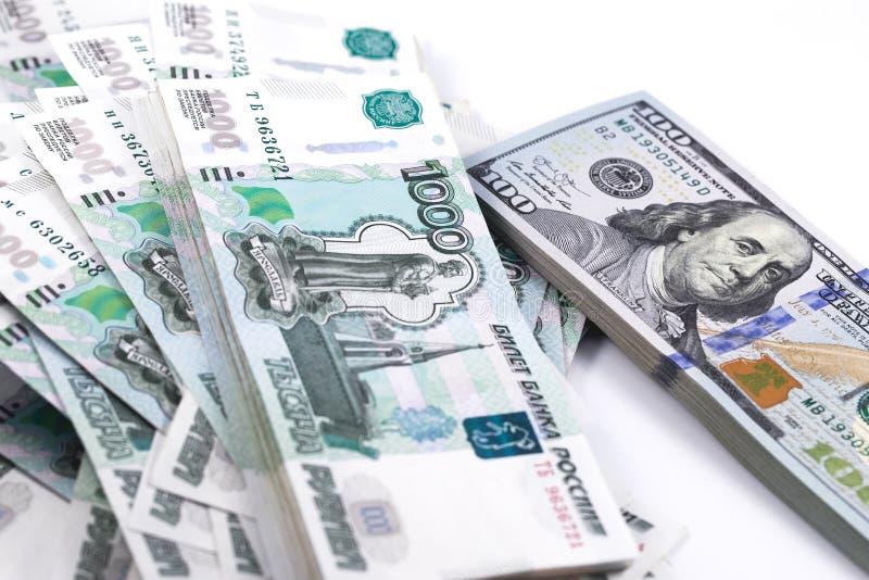 一百美元和一千卢布钞票 免版税库存照片