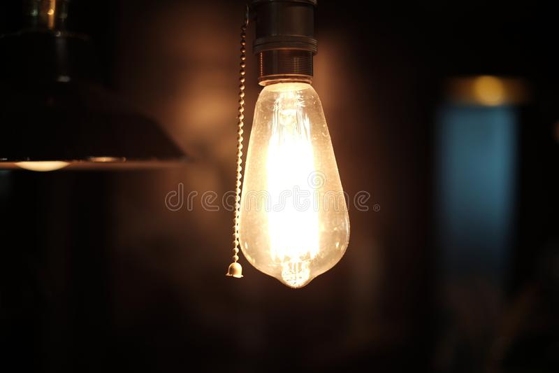一盏灯有黑暗的背景 免版税库存照片