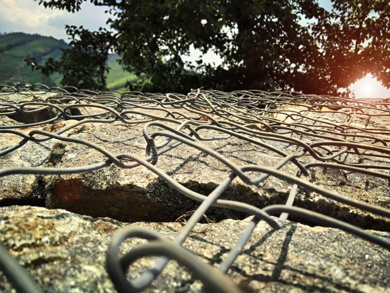 一石操刀的篱芭 图库摄影