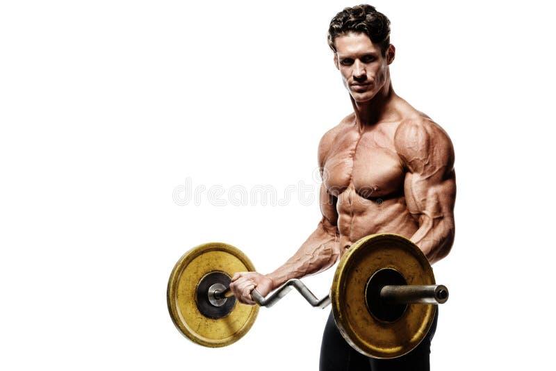 一种肌肉人锻炼的特写镜头画象与杠铃的在健身房 免版税图库摄影