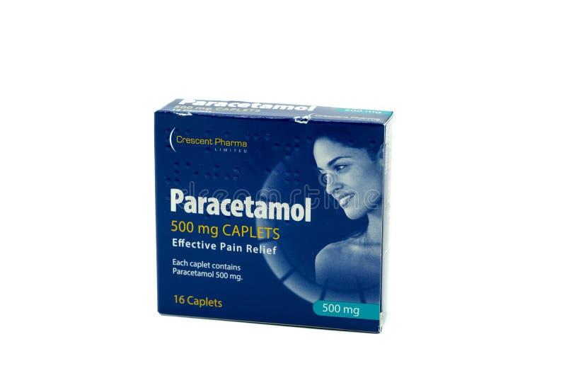 一箱在纸板箱的新月形Pharma扑热息痛Caplets 免版税图库摄影