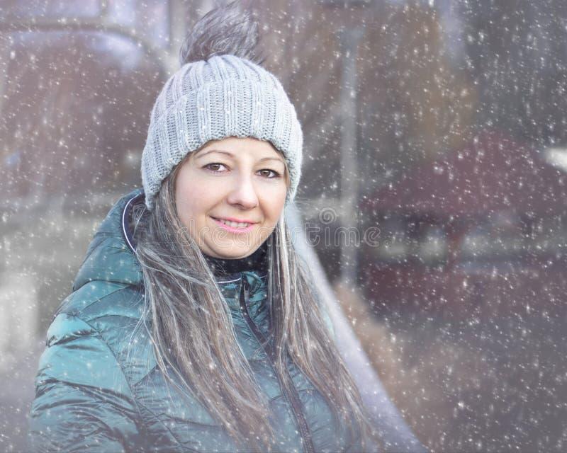 一美丽的年轻女人的画象 库存照片
