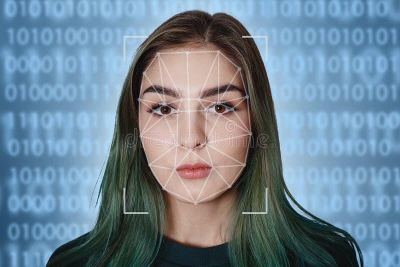 一美女和被扫描的人的面孔的未来派和技术扫描面部公认的 它可能服务 免版税库存图片