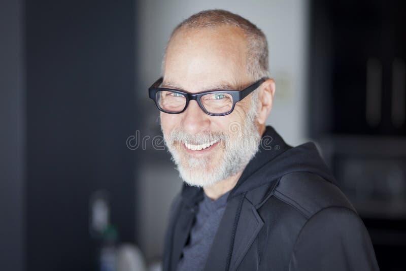 一老人微笑的特写镜头 图库摄影