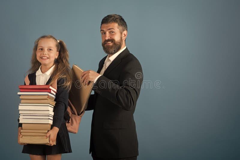 一致和有胡子的人的女孩 回到概念学校 库存图片
