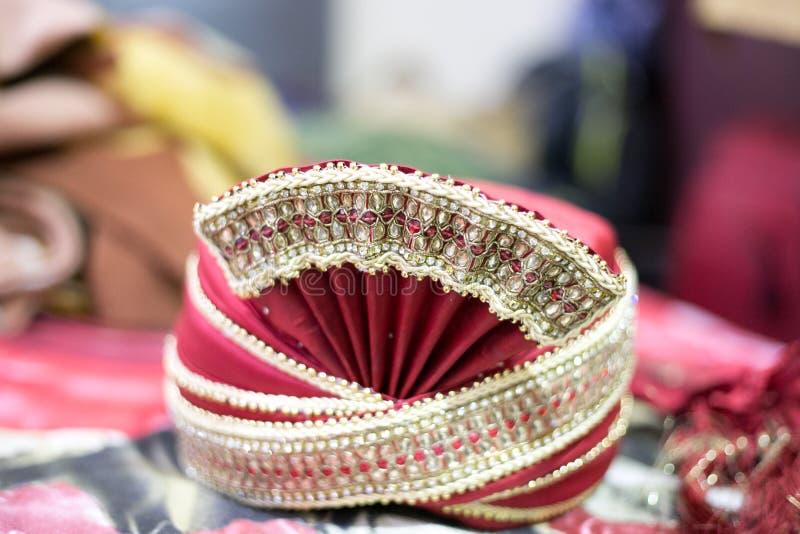 一般叫作sehra印度婚姻的顶头齿轮 免版税库存图片