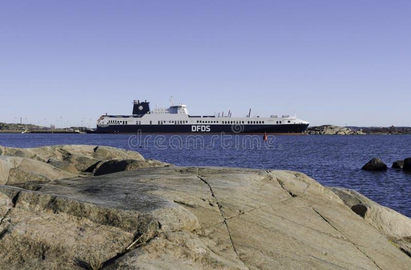 一艘大船在港口 免版税库存照片
