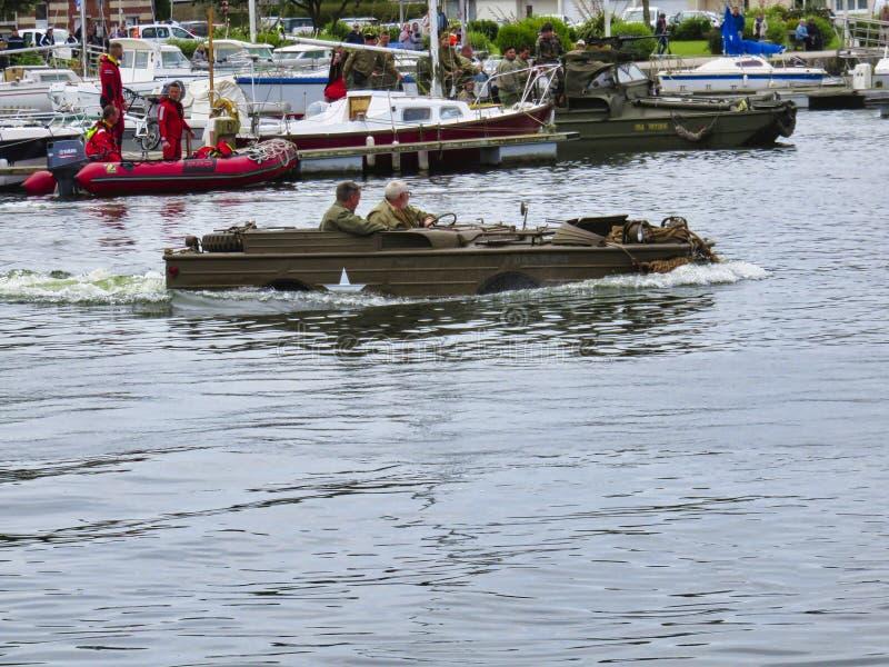 一艘登陆艇的美国海军陆战队员在两栖攻击演示期间在攻击开始日75生日期间在诺曼底,2019年 库存照片
