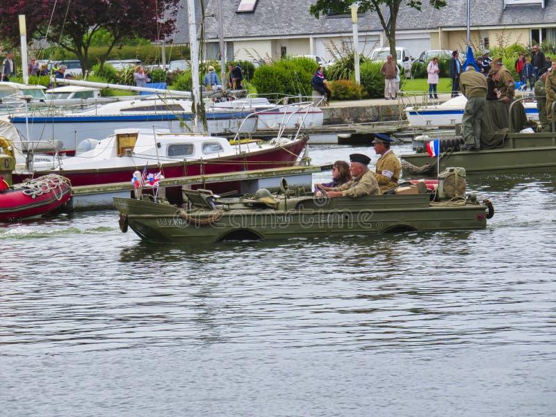一艘登陆艇的美国海军陆战队员在两栖攻击演示期间在攻击开始日75生日期间在诺曼底,2019年 免版税库存图片