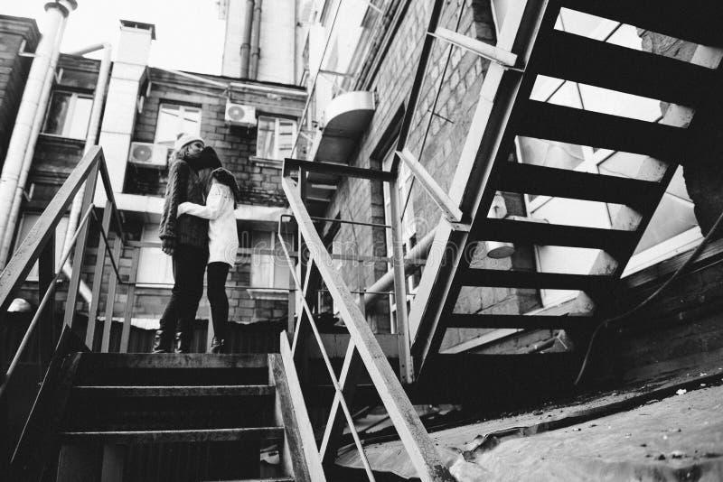 一起使用在街道的两个女孩 图库摄影
