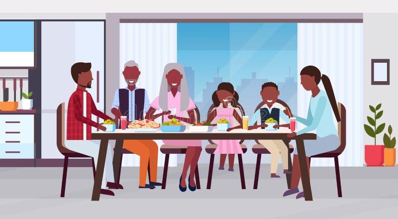 一起坐在桌吃饭愉快的非裔美国人的祖父母父母附近的多一代家庭和 库存例证