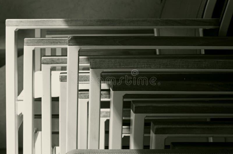一起堆积的椅子的样式,加州大学圣地亚哥分校 免版税库存照片
