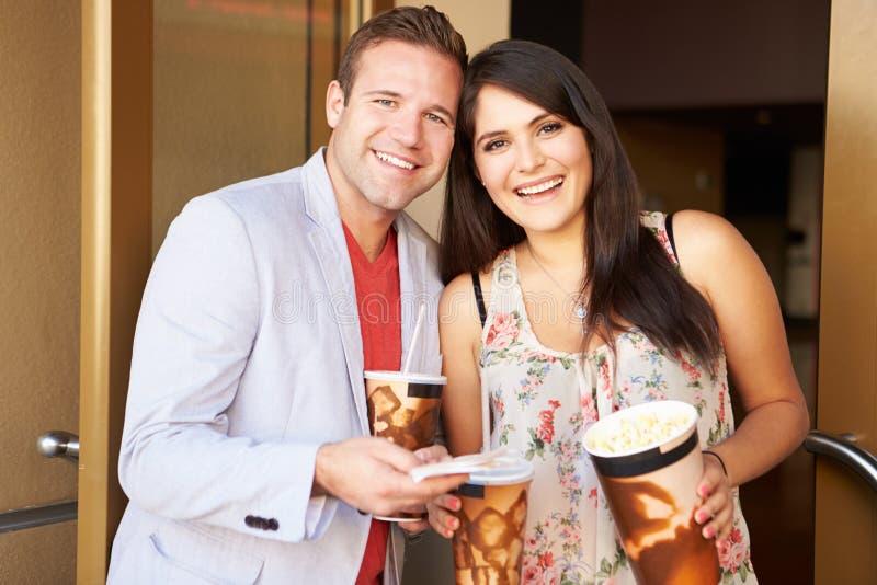 一起夫妇常设外部戏院 免版税图库摄影