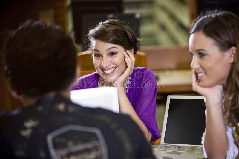 一起学习三大学的学员 库存图片