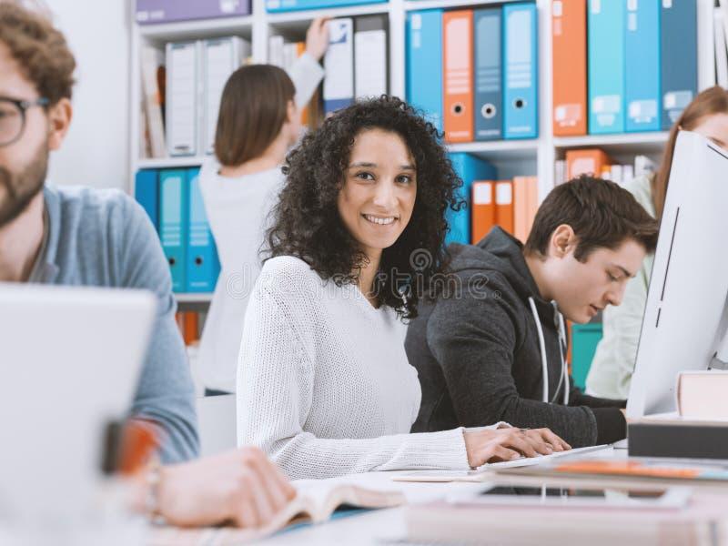 一起学习的大学生 免版税库存图片
