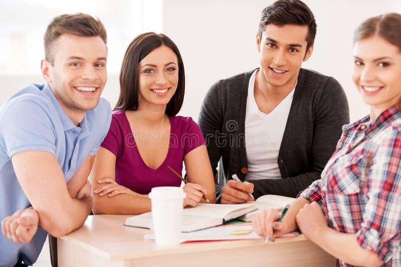 一起学习的学生。 免版税库存图片