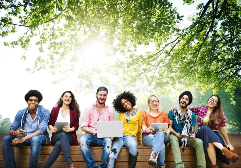 一起少年年轻队快乐的概念 免版税库存照片