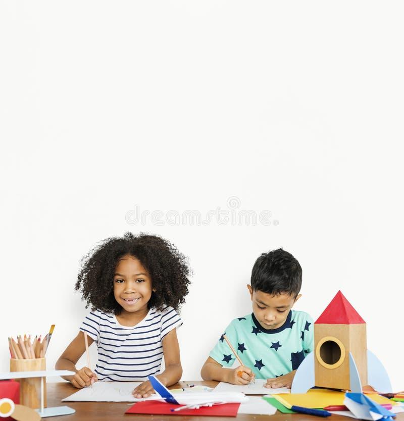 一起得出创造性的小孩 图库摄影