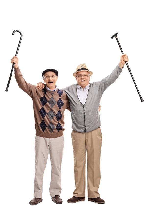 一起摆在两愉快的资深的先生们 免版税库存图片