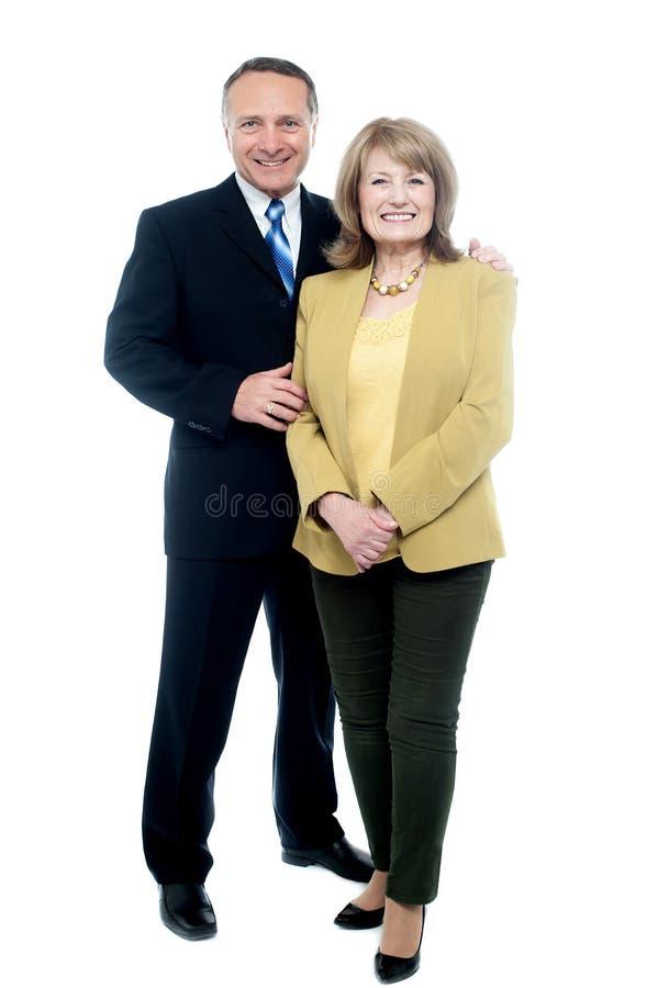 一起摆在资深的夫妇 库存照片