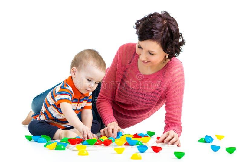 母亲和儿子孩子戏剧 库存图片