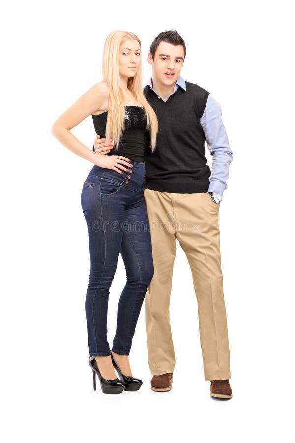 一起站立一对年轻的夫妇和厕所的全长画象 库存照片