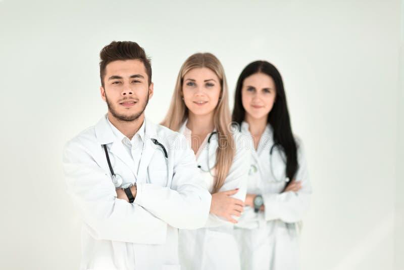 一起站立小组微笑的医院的同事 库存图片