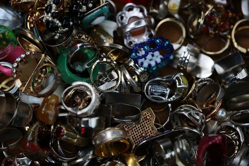 一起被堆的古板的使用的戒指 库存照片