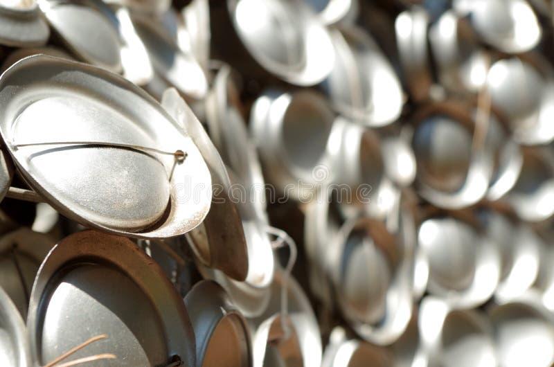 一起被栓的被回收的罐头 免版税库存图片