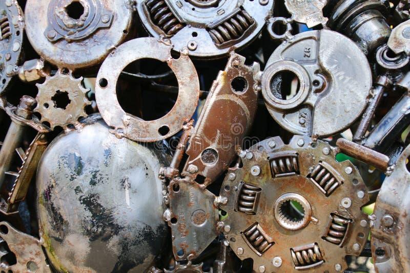 一起被焊接的老金属车零件 库存照片