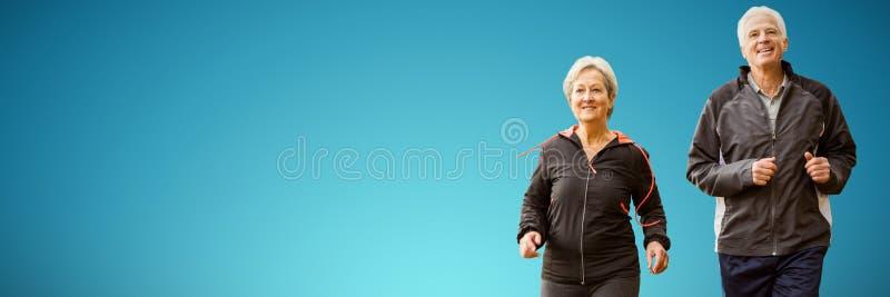 一起跑年长的夫妇的综合图象 免版税库存照片