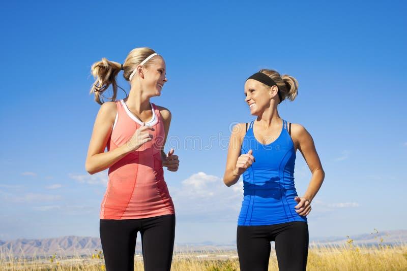 一起跑步妇女 库存图片