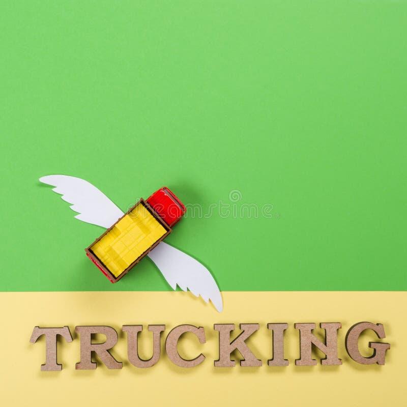 一辆卡车的抽象图片有翼的和交换的词 未来的货物运输 免版税库存图片