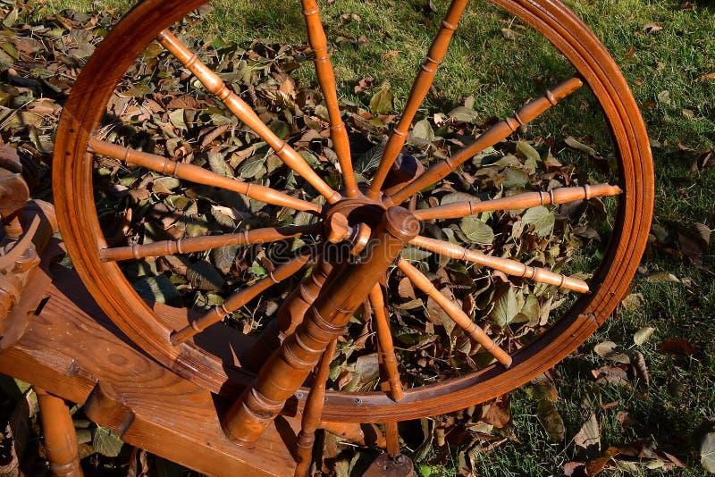 一辆手纺车的轮幅和轮子 免版税库存图片