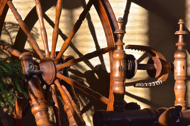一辆手纺车的轮幅和轮子 图库摄影