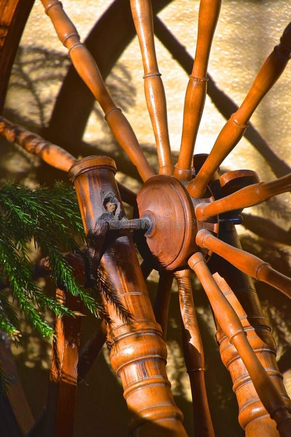 一辆手纺车的轮幅和轮子 免版税库存照片