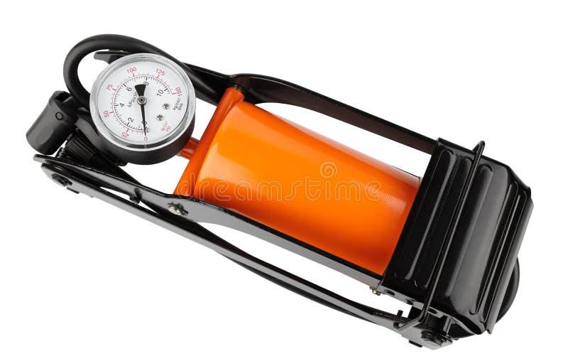 一辆汽车的橙色脚踏泵有测压器的,顶视图隔绝了o 免版税库存图片