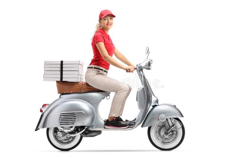 一辆滑行车的微笑的薄饼交付妇女有薄饼箱子的 库存图片