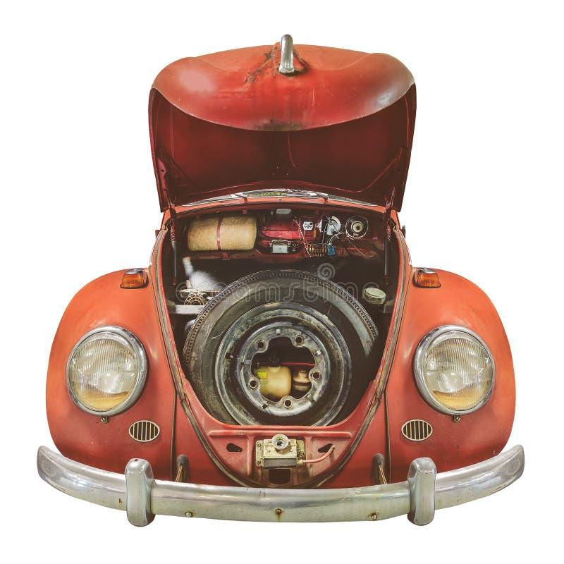 一辆生锈的经典轿车前景:白色敞篷轿车 免版税库存图片