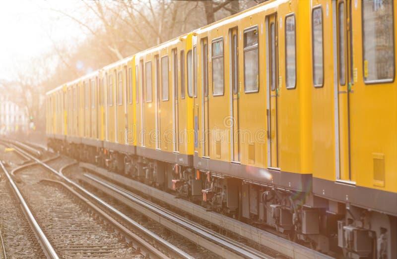 一辆电车在柏林德国 免版税库存图片