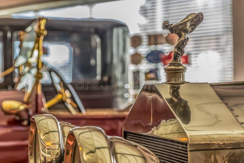 一辆经典汽车的正面图,劳斯莱斯,银色鬼魂 图库摄影