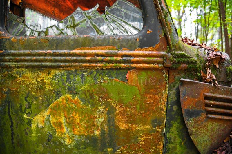 一辆老生锈的小块卡车 免版税库存照片