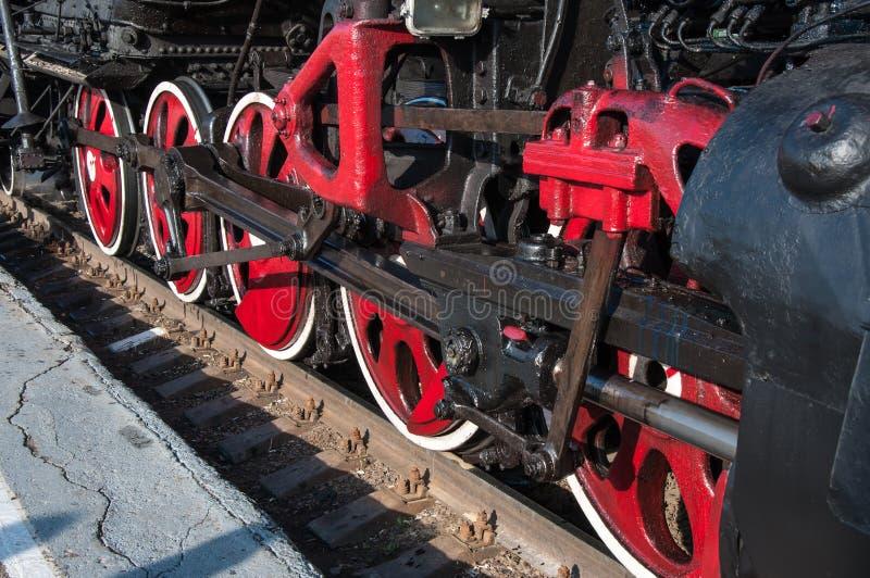 一辆老蒸汽机车的轮子 库存照片