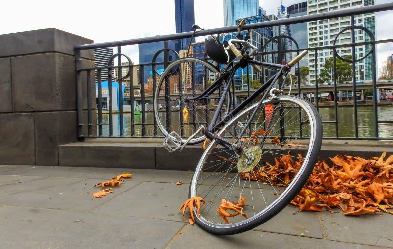 一辆被放弃的自行车 免版税图库摄影