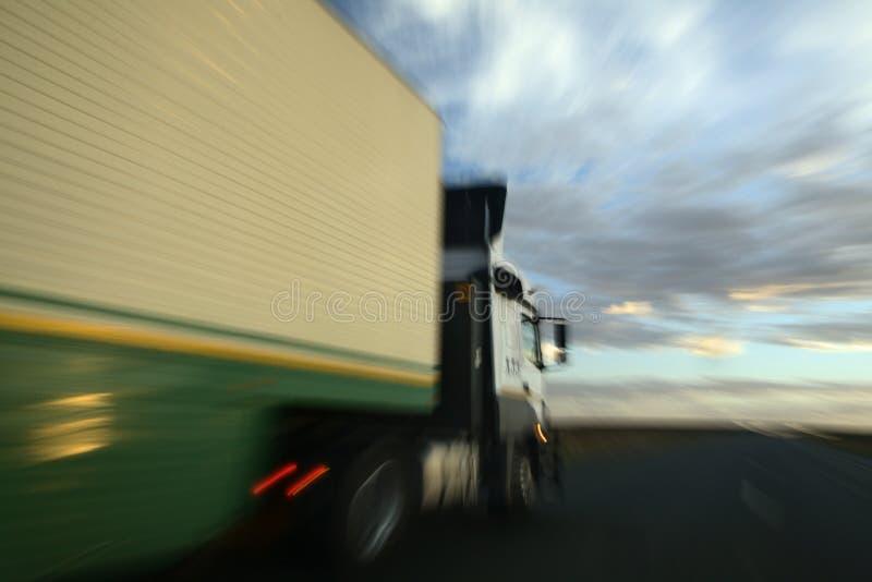 一辆超越的卡车 库存照片