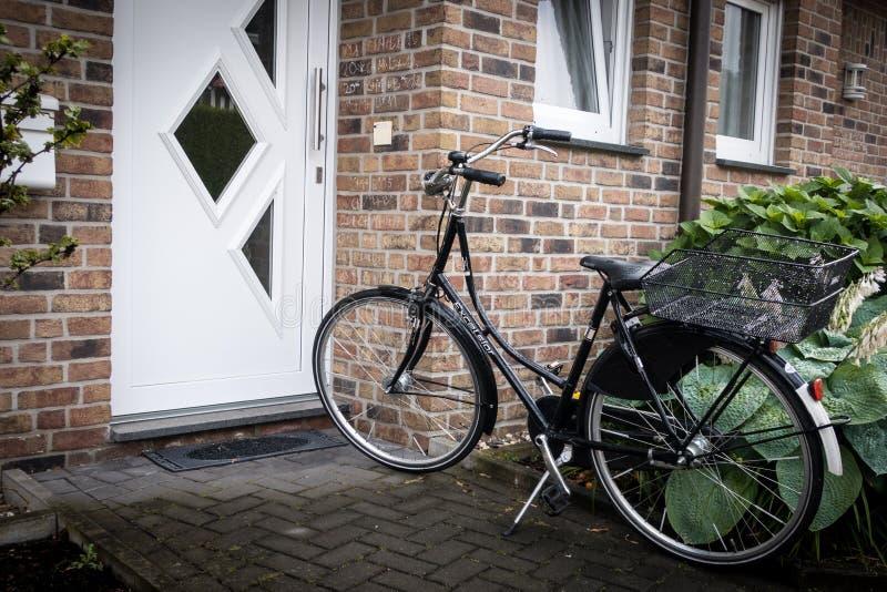 一辆黑自行车在德国 库存图片