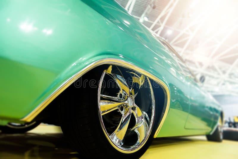 一辆绿色跑车 库存图片